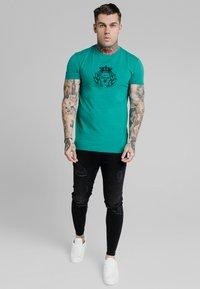 SIKSILK - PRESTIGE GYM TEE - Print T-shirt - teal - 1