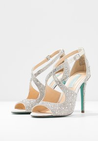 Blue by Betsey Johnson - SAGE - Sandali con tacco - ivory - 4
