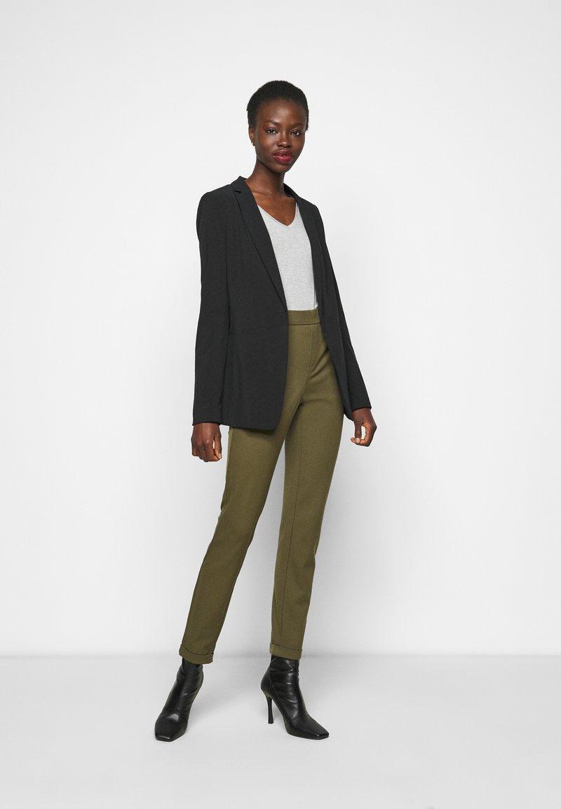 Anna Field Tall - 3 PACK V NECK TOP - Printtipaita - black/white/light grey