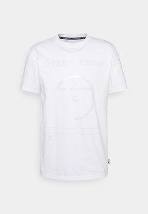 STEEP TECH LIGHT - Camiseta estampada - white