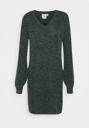 NOVO DRESS - Strikket kjole - darkest spruce