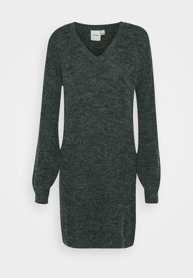 NOVO DRESS - Stickad klänning - darkest spruce