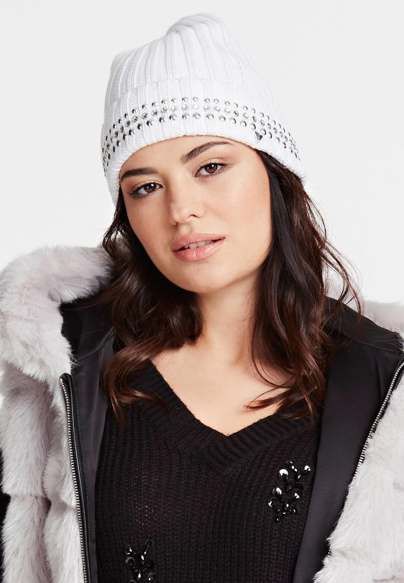 Guess - MIT STRASS - Bonnet - white