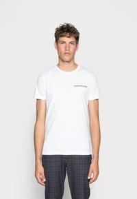 Calvin Klein Jeans - SMALL INSTIT LOGO CHEST TEE - Basic T-shirt - white - 0