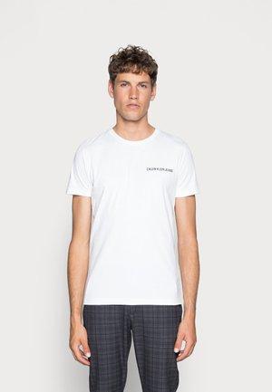 SMALL INSTIT LOGO CHEST TEE - Basic T-shirt - white