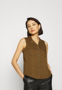 Banana Republic - UTILITY RESORT COLLAR - Button-down blouse - cindered olive - 0