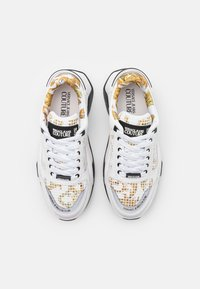 Versace Jeans Couture - Tenisky - white/gold - 3