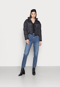 Missguided Tall - ALL OVER SMALL BRANDED PUFFER - Winter jacket - black - 1