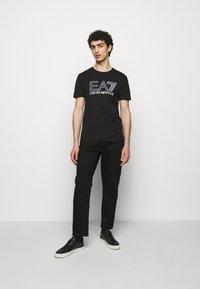 EA7 Emporio Armani - T-shirts print - black/white - 1