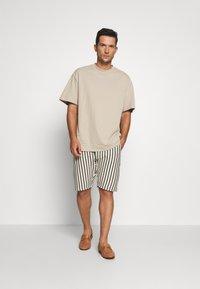 Solid - RON STRIPE - Shorts - white - 1