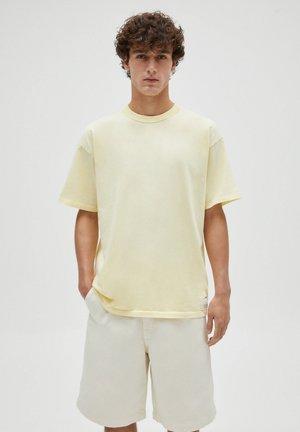 LOOSE-FIT - Basic T-shirt - yellow