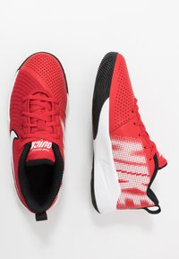 Nike Performance - TEAM HUSTLE QUICK 2 - Basketball shoes - university red/white/back - 0