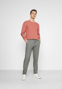 Marc O'Polo - TAPERED FIT PATCHED - Trousers - found fossil - 1