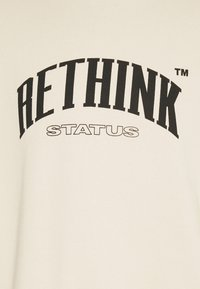 RETHINK Status - CREWNECK LABEL UNISEX - Sweatshirt - sandshell - 2