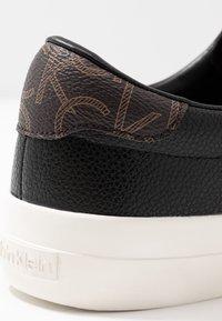 Calvin Klein - VANCE - Sneakersy niskie - black/brown - 2
