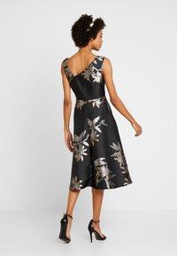 Adrianna Papell - SHORT DRESS - Juhlamekko - black/champagne - 3