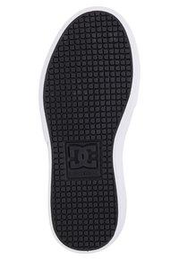 DC Shoes - KALIS VULC - Trainers - black/black/white - 2