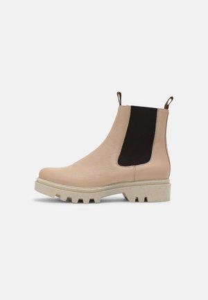 KIARA - Kotníkové boty na platformě - soft pink