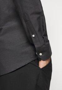 Les Deux - OLIVER OXFORD SHIRT - Shirt - black/charcoal - 5