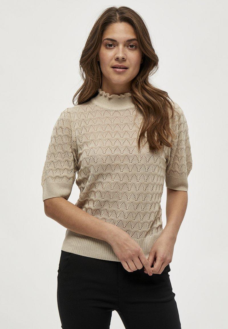 Minus - BECCA TEE - T-shirt print - sand
