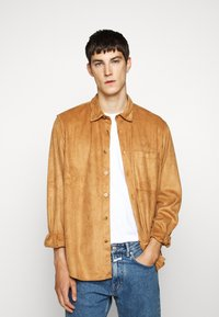 Han Kjøbenhavn - BOXY  - Shirt - brown suede - 0