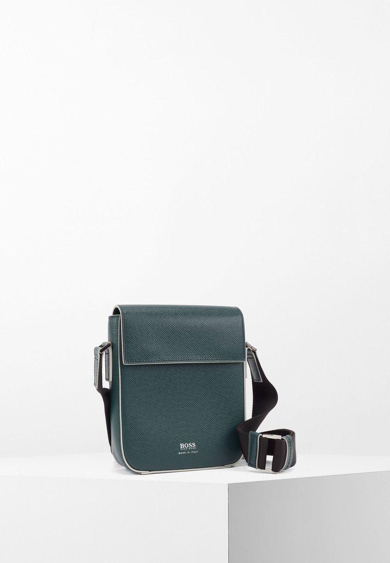 BOSS - Across body bag - green