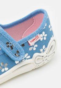 Superfit - BELINDA - Domácí obuv - blau - 5