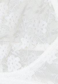 NA-KD - FRONT TRIANGLE BRA - Triangle bra - white - 2