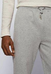 BOSS - Pantaloni sportivi - grey - 3