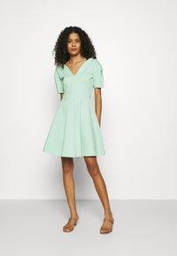 Closet - PLEATED SLEEVE SKATER DRESS - Jersey dress - mint - 0