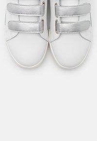 Pepe Jeans - LAMBERT - Trainers - white - 5