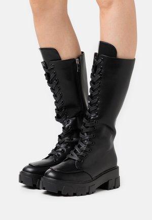HANNAH - Platform boots - black