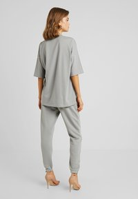 Missguided - TEE AND JOGGER SET - Tracksuit bottoms - grey - 2