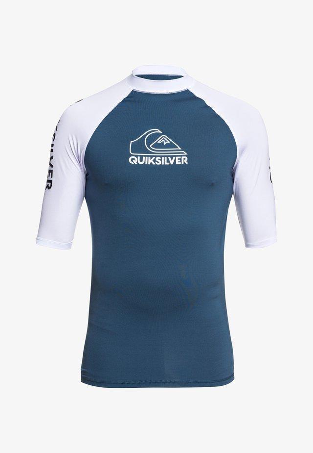 QUIKSILVER™ ON TOUR - KURZÄRMLIGER RASHGUARD MIT UPF 50 FÜR MÄNN - Surfshirt - majolica blue