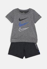 Nike Sportswear - TEE SET - Shorts - black/smoke grey - 0