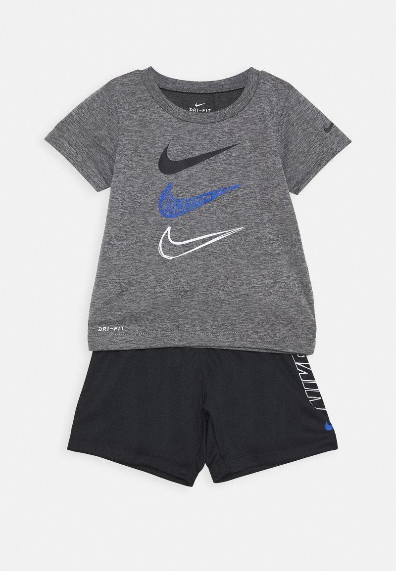 Nike Sportswear - TEE SET - Shorts - black/smoke grey