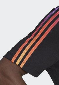 adidas Originals - STRIPE UNISEX - Camiseta estampada - black/multicolor - 5