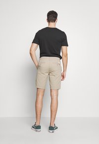 Levi's® - XX CHINO TAPER SHORT II - Shorts - microsand - 2