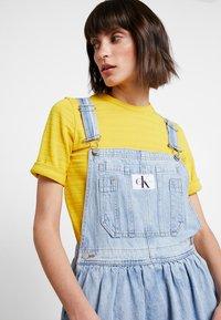 Calvin Klein Jeans - ICONIC DUNGAREE DRESS - Maxi dress - light stone - 3