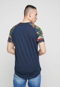 Jack & Jones - JORNEWSPRING TEE CREW NECK - Print T-shirt - navy blazer - 2