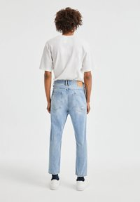 PULL&BEAR - JEANS IM RELAXED-FIT - Slim fit jeans - blue denim - 2