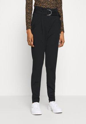 VMBAILEY PAPERBAG BELT ANKLE - Trousers - black