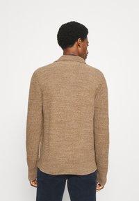 GAP - CABLE - Cardigan - camel beige - 2
