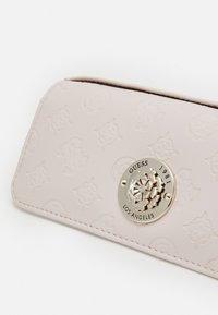 Guess - DAYANE POCKET TRIFOLD - Portefeuille - blush - 3