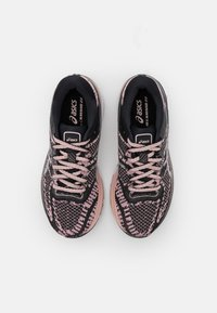 ASICS - GEL-KAYANO 27 THE NEW STRONG - Zapatillas de running estables - black/ginger peach - 3