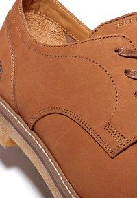 Timberland - OAKROCK LT OXFORD - Sznurowane obuwie sportowe - rust nubuck - 4