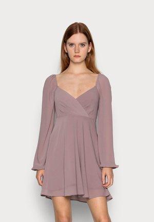 OVERLAPPED DETAIL - Sukienka letnia - twilight mauve