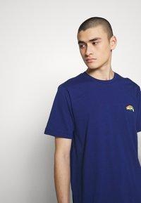 Diesel - BMOWT-JUST-B T-SHIRT - T-shirt con stampa - blue - 3