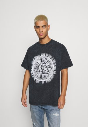 INFINTY SNAKE GRAPHIC WASHED - Printtipaita - black