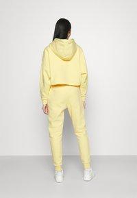 Karl Kani - SIGNATURE SWEATPANTS LIGHT - Tracksuit bottoms - yellow - 2